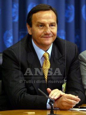 onu-baccini-ai-media-a-palazzo-div-etro-24-giugno-2004